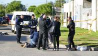 Policía trabaja en el lugar del crimen. Foto: Ricardo Figueredo.
