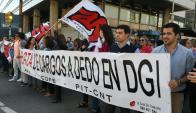 Funcionarios de la DGI se manifiestan. Foto: Ariel Colmegna