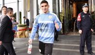 Luca Torreira partiendo rumbo a su primer entrenamiento con la Celeste