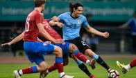 Uruguay venció a República Checa 2-0 en el primer partido por la China Cup. Fotos: Reuters y AFP