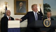 Trump al anunciar la firma del presupuesto federal. Foto: Reuters