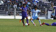 Carlos Benavídez y Jonathan Barboza en el Defensor vs. Cerro. Foto: Ariel Colmegna