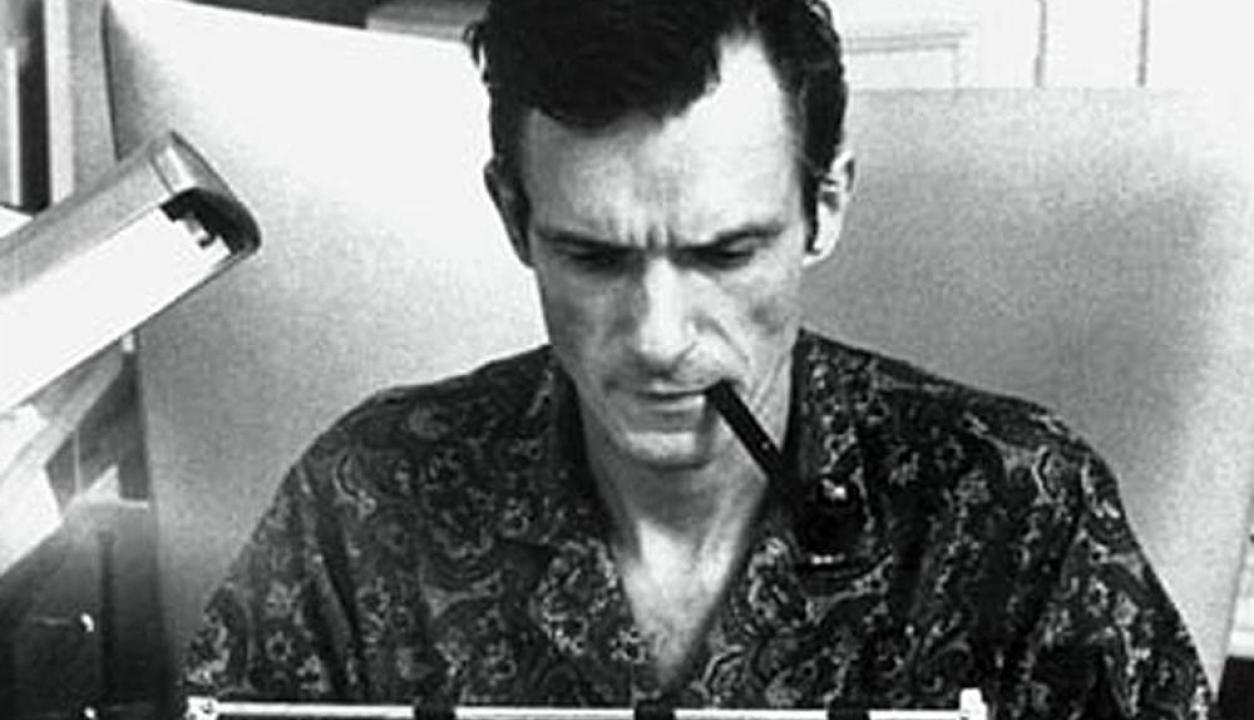 Hugh Hefner trabajando para la revista Playboy en los años 60. Foto: AFP