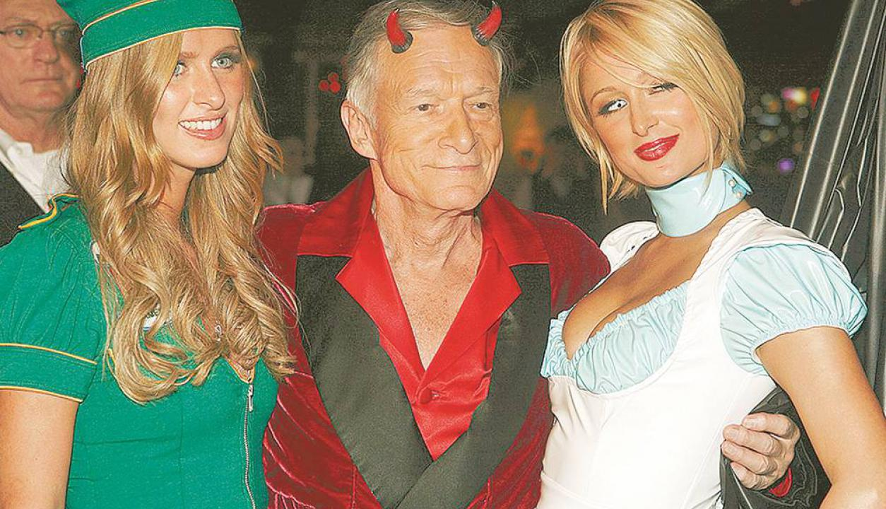 Acompañado por Nicky y Paris Hilton en una fiesta de Halloween en 2007. Foto: AP