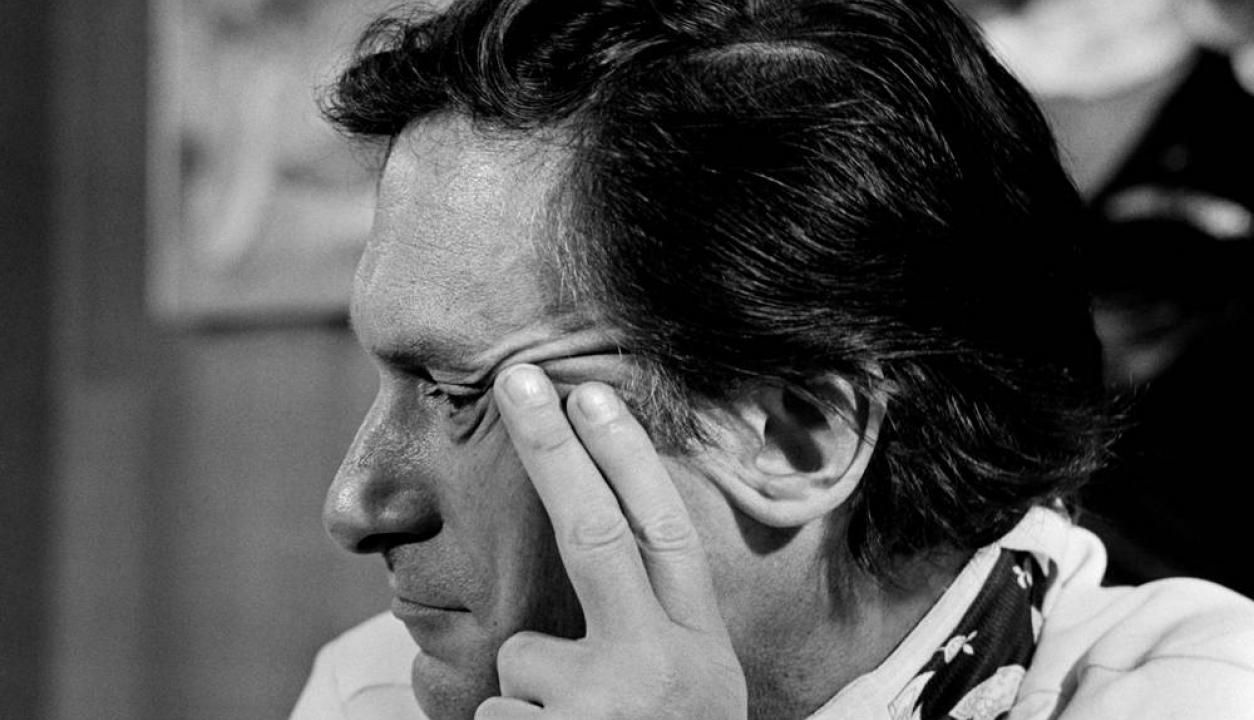 Hugh Hefner en una conferencia de prensa en Francia en los años 70. Foto: AFP
