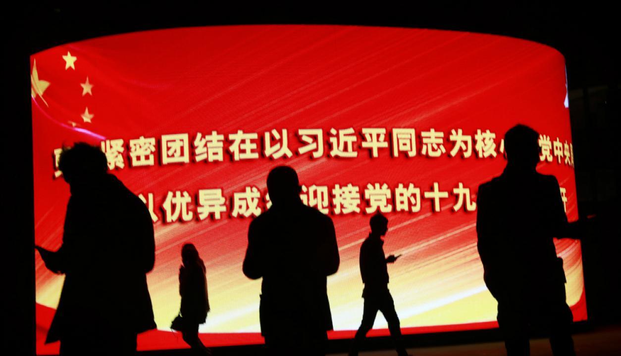 Una pantalla gigante LED le da la bienvenida a los 2.287 delegados del partido. Foto. Reuters