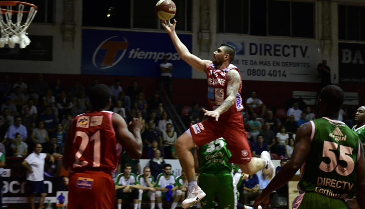 Esteban Batista en el partido de Welcome contra Urunday. Foto: Fernando Ponzetto
