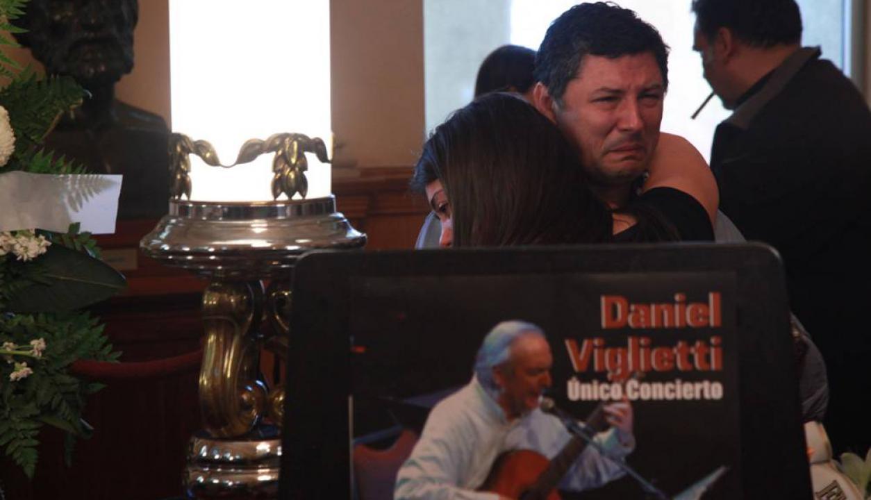 Velorio de Daniel Viglietti en el Teatro Solís.