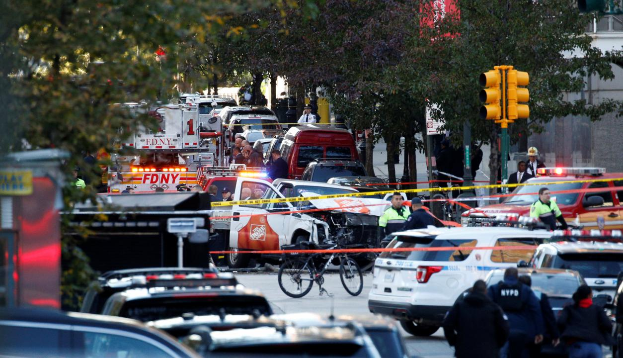 El camión que se usó para el ataque quedó destruido. Foto: Reuters