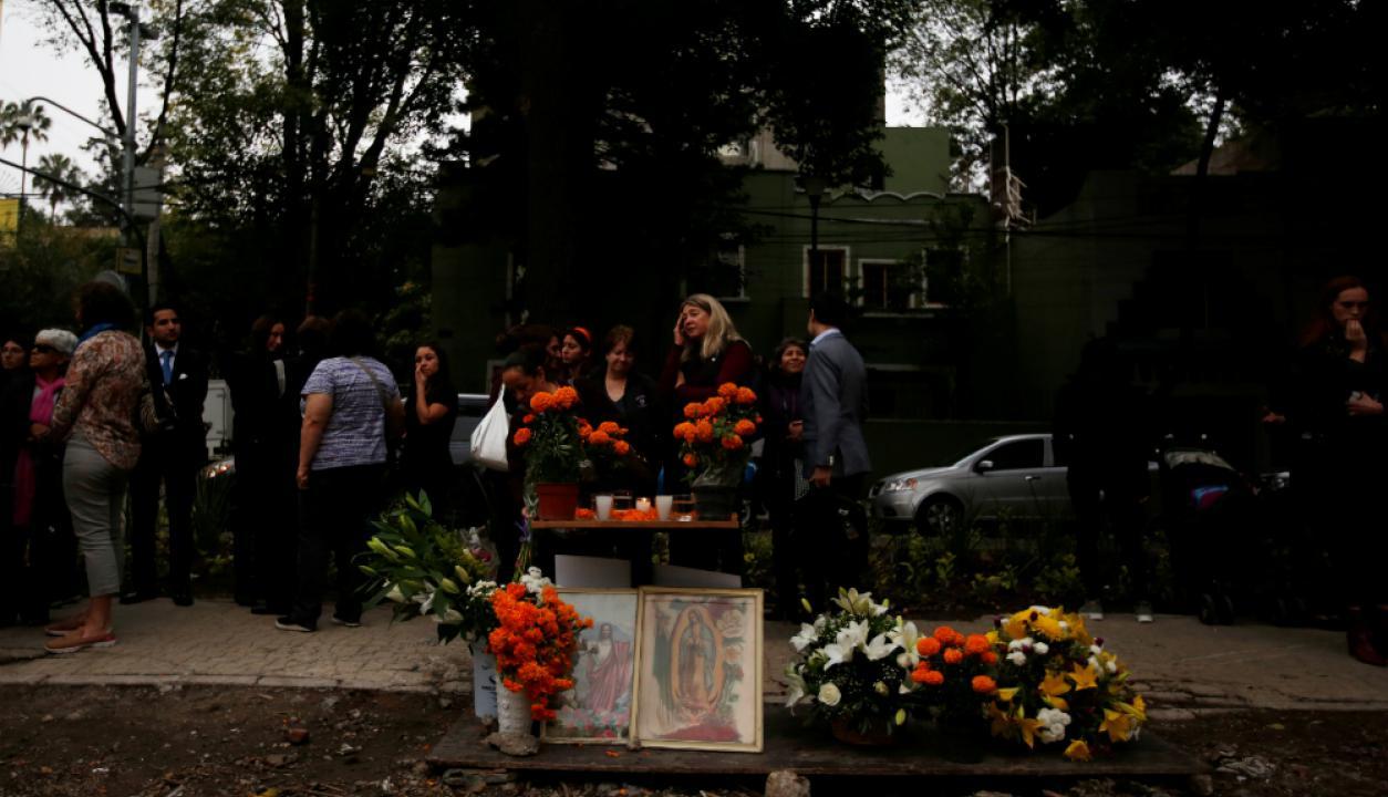 Las calaveras y las flores predominan en la decoración. Foto: Reuters