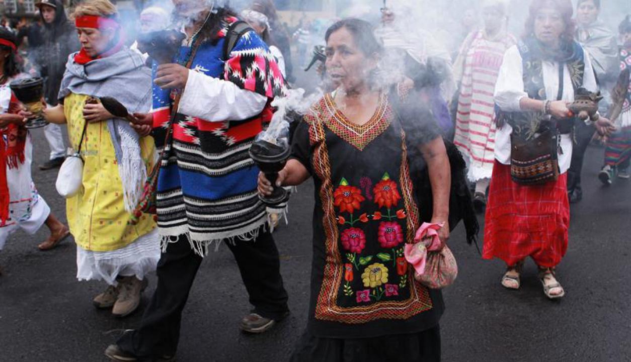 Las calles mexicanas se llenan de personas que salen a festejar. Foto: EFE