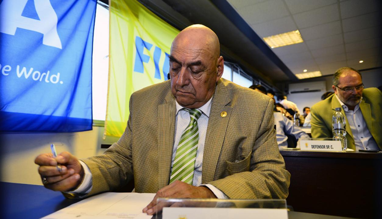 Freddy Varela el lunes en la asamblea de al AUF. Foto: Gerardo Pérez