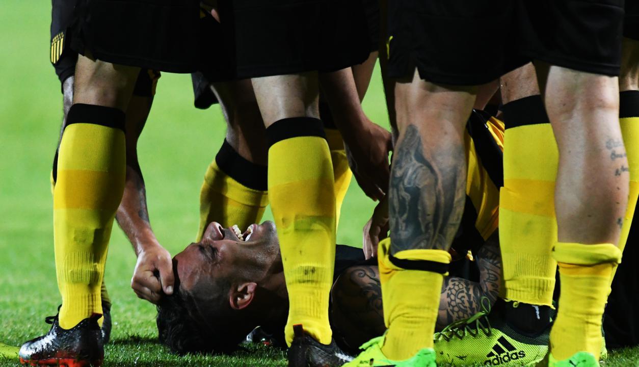Fabián Estoyanoff festeja el tercer gol ante Defensor. Foto: Ariel Colmegna