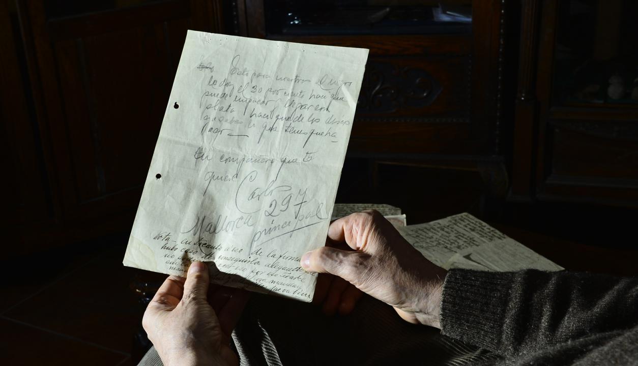 Cartas escritas de puño y letra por Carlos Gardel a su amigo Jose Razzano. Foto Gerardo Pérez