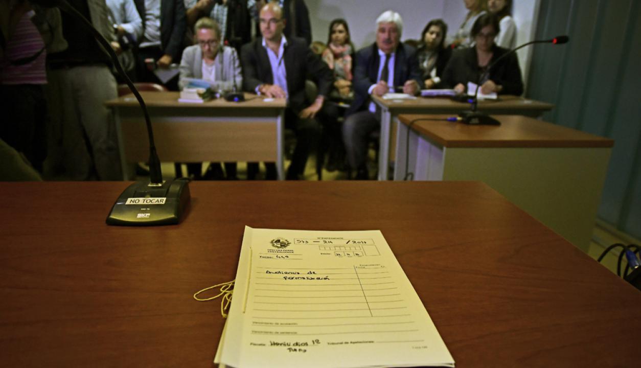 Momentos previos al comienzo de la audiencia por el caso Brissa González. Foto: Fernando Ponzetto
