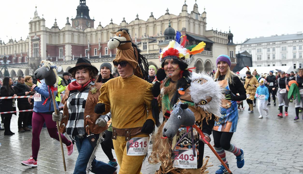 Polonia celebra el cambio de año con una correcaminata. Foto: EFE
