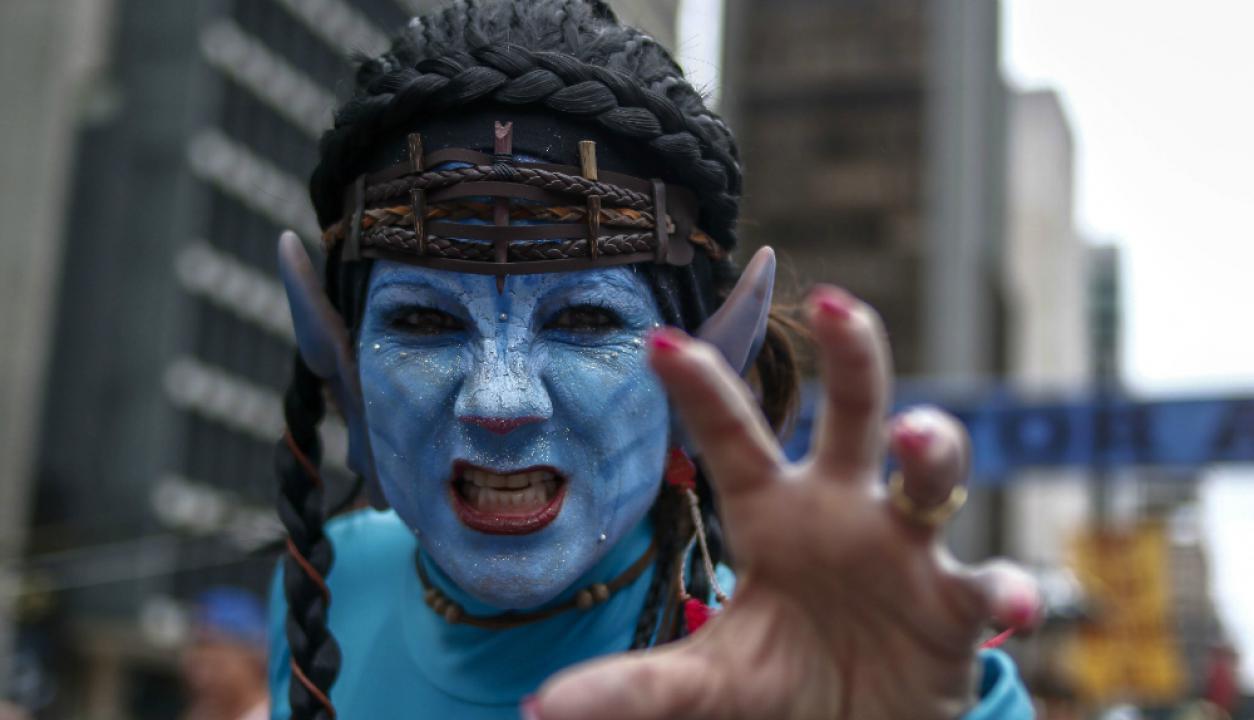 En Brasil decidieron esperar el año con disfraces. Foto: AFP
