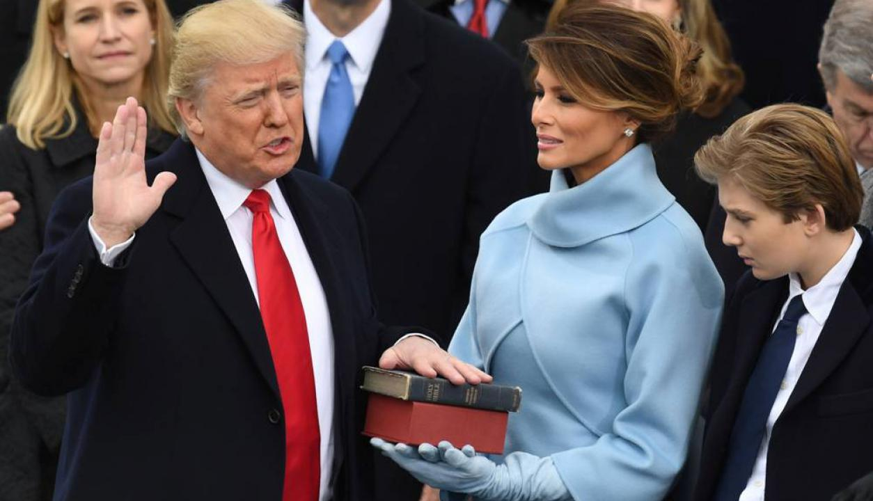Donald Trump jura como presidente de Estados Unidos en Washington. Foto: AFP