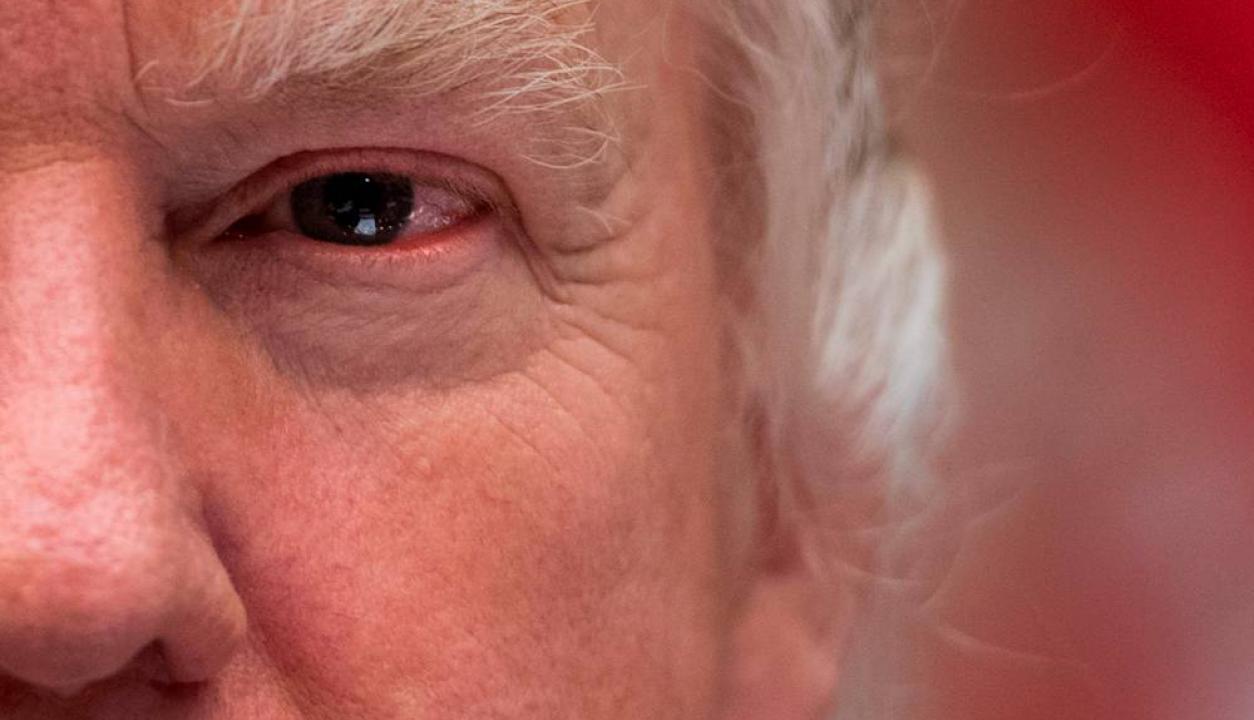 Retrato de Trump en uno de sus actos oficiales. Foto: AFP