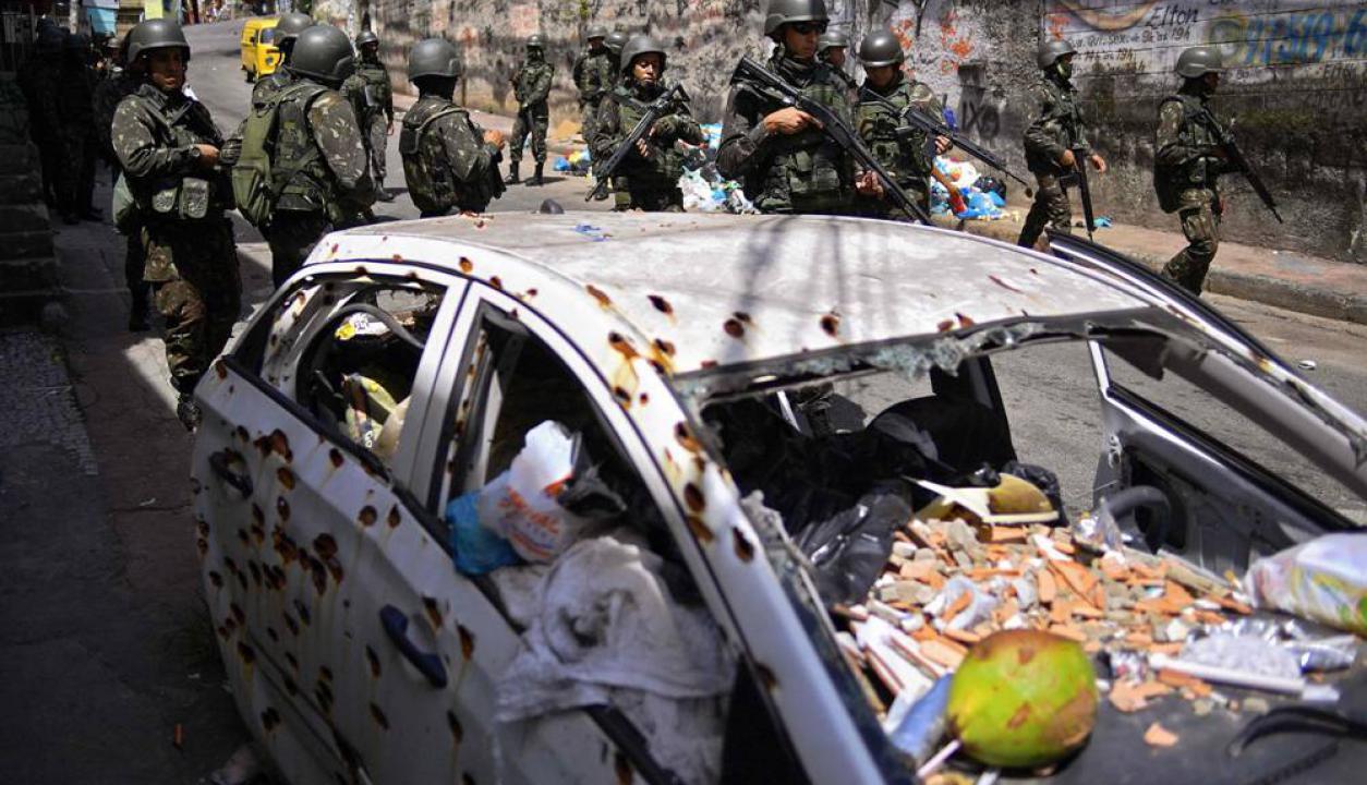 En muchas partes de la favela se pueden ver rastros de la guerra contra los narcos. Foto: AFP