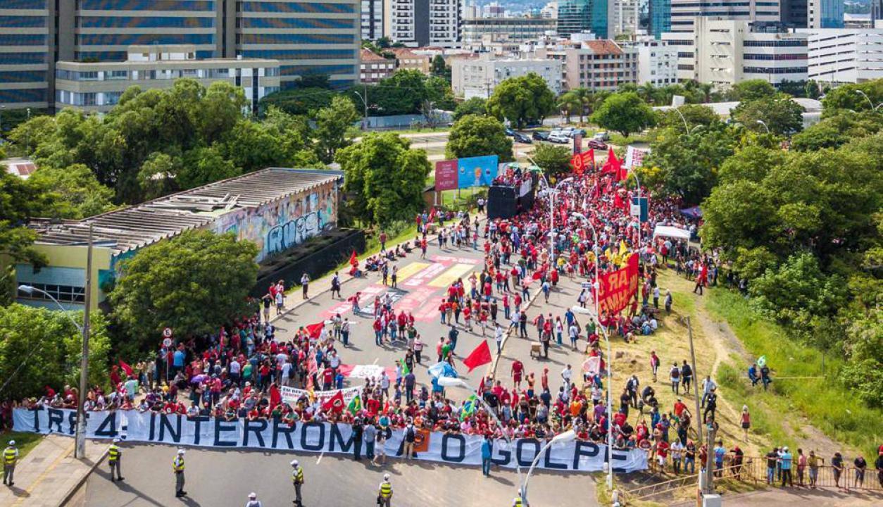 En las calles de Porto Alegre hay pintadas en apoyo al expresidente. Foto: AFP