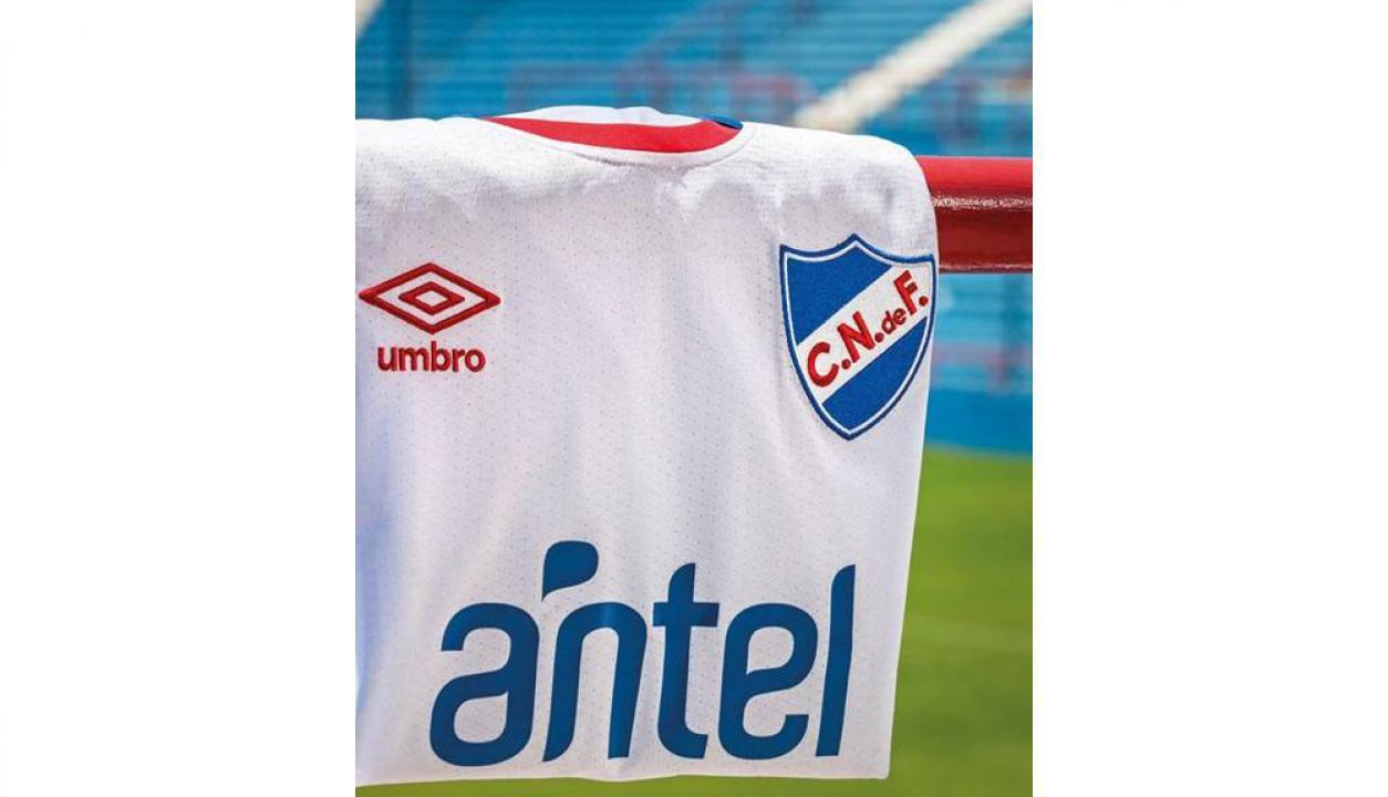 Foto. Umbro Uruguay. Así luce la nueva camiseta tricolor para 2018.