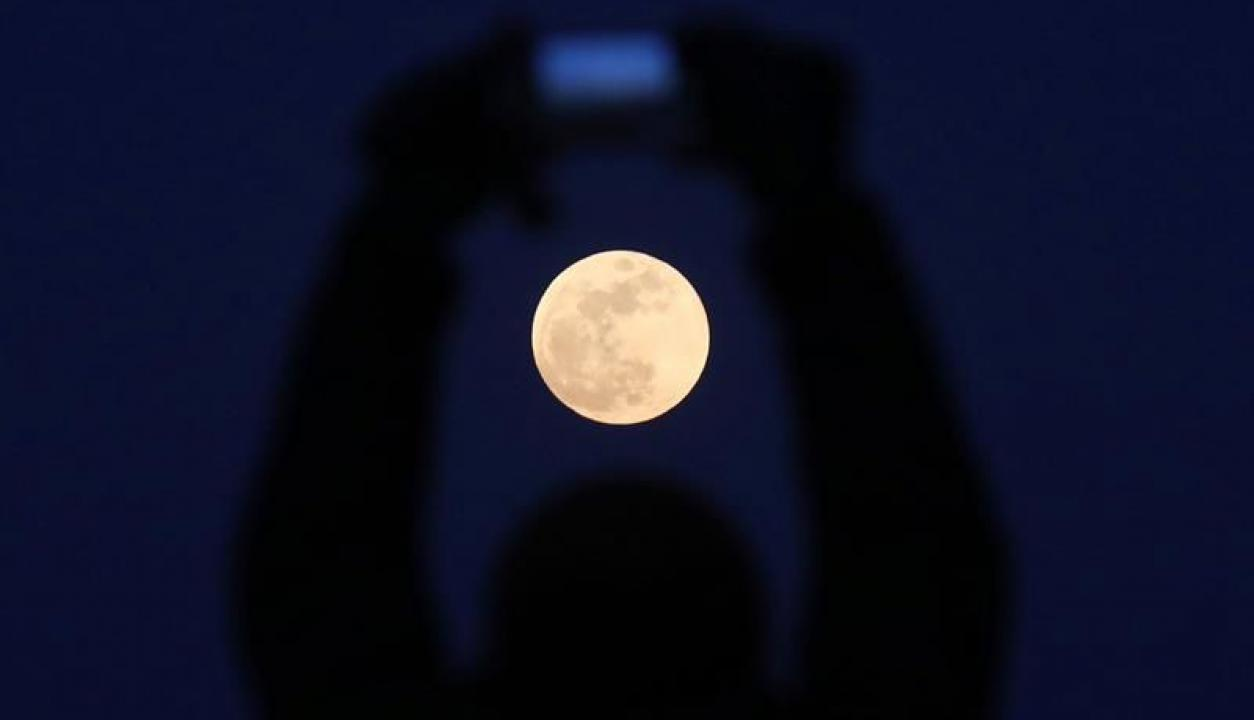 La superluna vista desde China.Foto: EFE