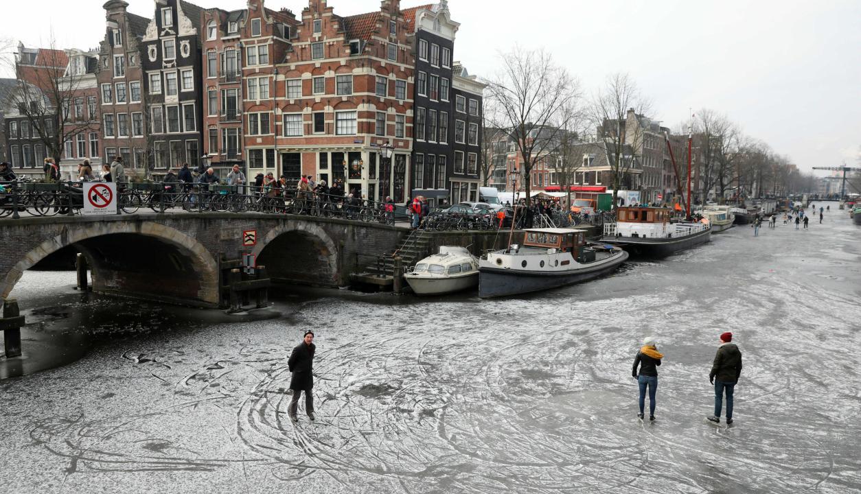 Patinaje en las calles de Amsterdam.