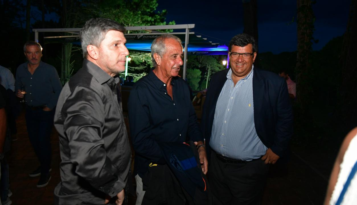El vicepresidente de Nacional, Alejandro Balbi, el presidente de River Plate de Argentina, Rodolfo D'Onofrio, y el presidente de Peñarol, Jorge Barrera. Foto: Gerardo Pérez