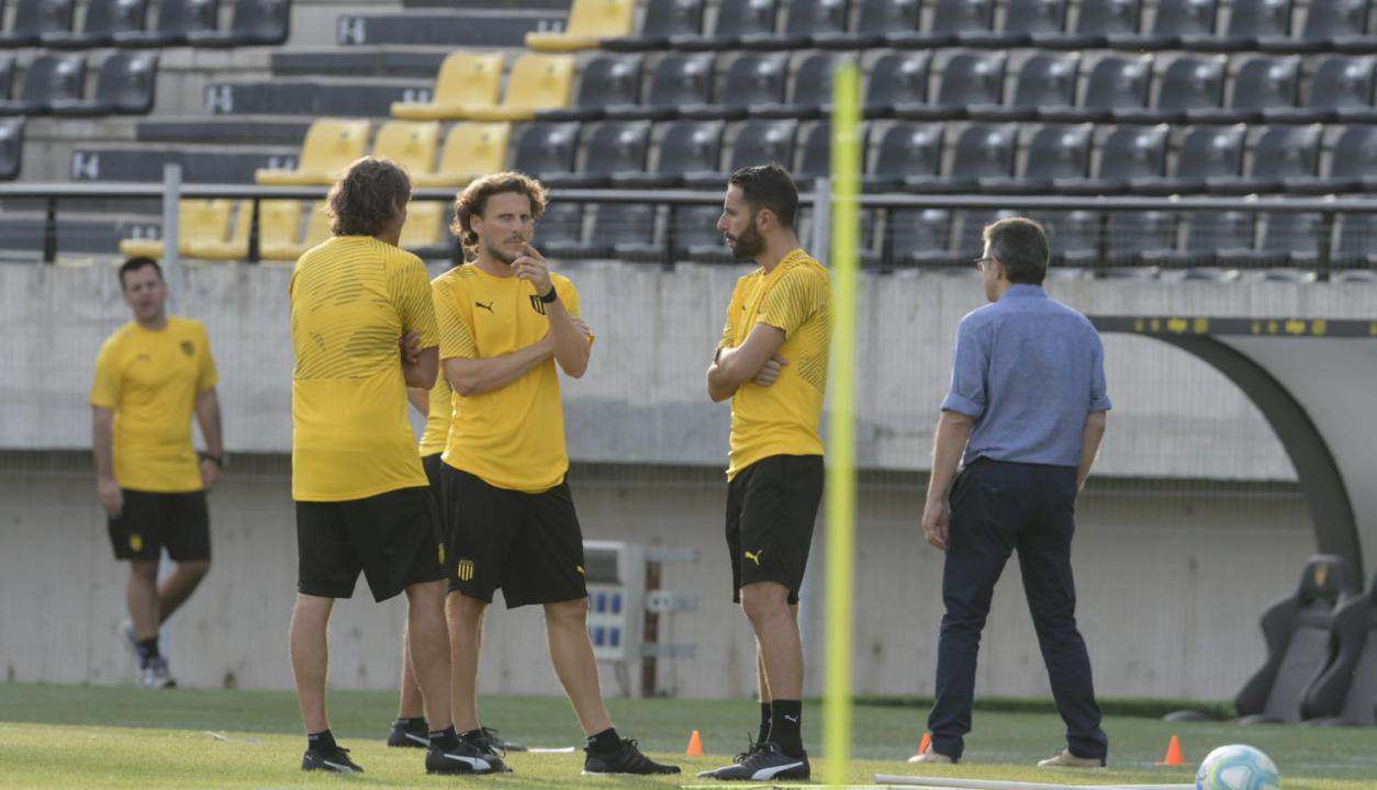 El primer día de Diego Forlán como DT
