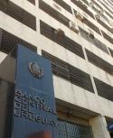 BCU paga tasas de 5.45% en pesos ajustados a la inflación. Foto: AFP