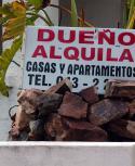 Cartel de propiedad en alquiler. Foto: Ricardo Figueredo