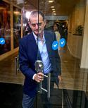 El senador electo Guido Manini se retira del comando de Lacalle Pou sobre Bulevar Artigas. Foto: Fernando Ponzetto