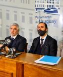 El equipo económico de la coalición multicolor visitó la Comisión de Hacienda del Senado por dos proyectos de ley. Foto: MEF