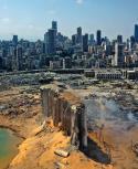 Vista aérea de la zona portuaria de Beirut, devastada por la explosión. Foto: AFP
