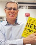 El libro plantea cómo funcionan las empresas nacidas de la economía colaborativa