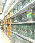 Góndola de bebidas en supermercado de Uruguay. Foto. Francisco Flores