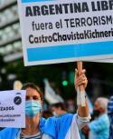 Argentina reportó ayer lunes 20.461 nuevos casos del coronavirus, con lo que el número total de positivos ascendió a 2.714.475. Foto: AFP