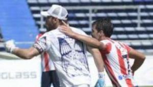 Golazo de Sebastián Viera de tiro libre