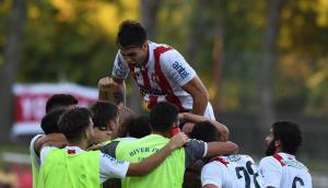 River festeja el gol de la victoria con el capitán Agustín Ale en lo más alto. Foto: Ariel Colmegna
