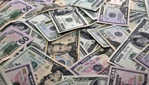 El gobierno busca contener la baja del dólar. Foto: Archivo El País
