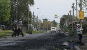 Una tensa calma sobrevolaba ayer la Avenida Aparicio Saravia. Foto: M. Bonjour