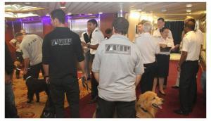 Personal de AFIP inspecciona el crucero