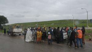Clasificadores de Ucrus no permiten el paso de camiones de la IMM. Foto: F. Flores
