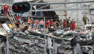 Continúan buscando sobrevivientes del terremoto. Foto: AFP.