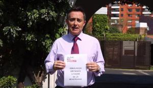 Embajador británico a favor de la diversidad. Foto: Captura