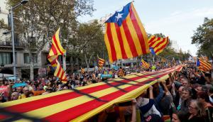 Banderas esteladas en la manifestación. Foto: Reuters.