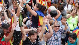 Cataluña sale a las calles a celebrar. Foto: Reuters