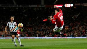 La tijera de Zlatan Ibrahimovic en el partido de Manchester United. Foto: Reuters