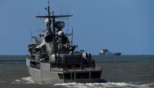 El destructor ARA Sarandí partió para participar del operativo de búsqueda del submarino. Foto: AFP